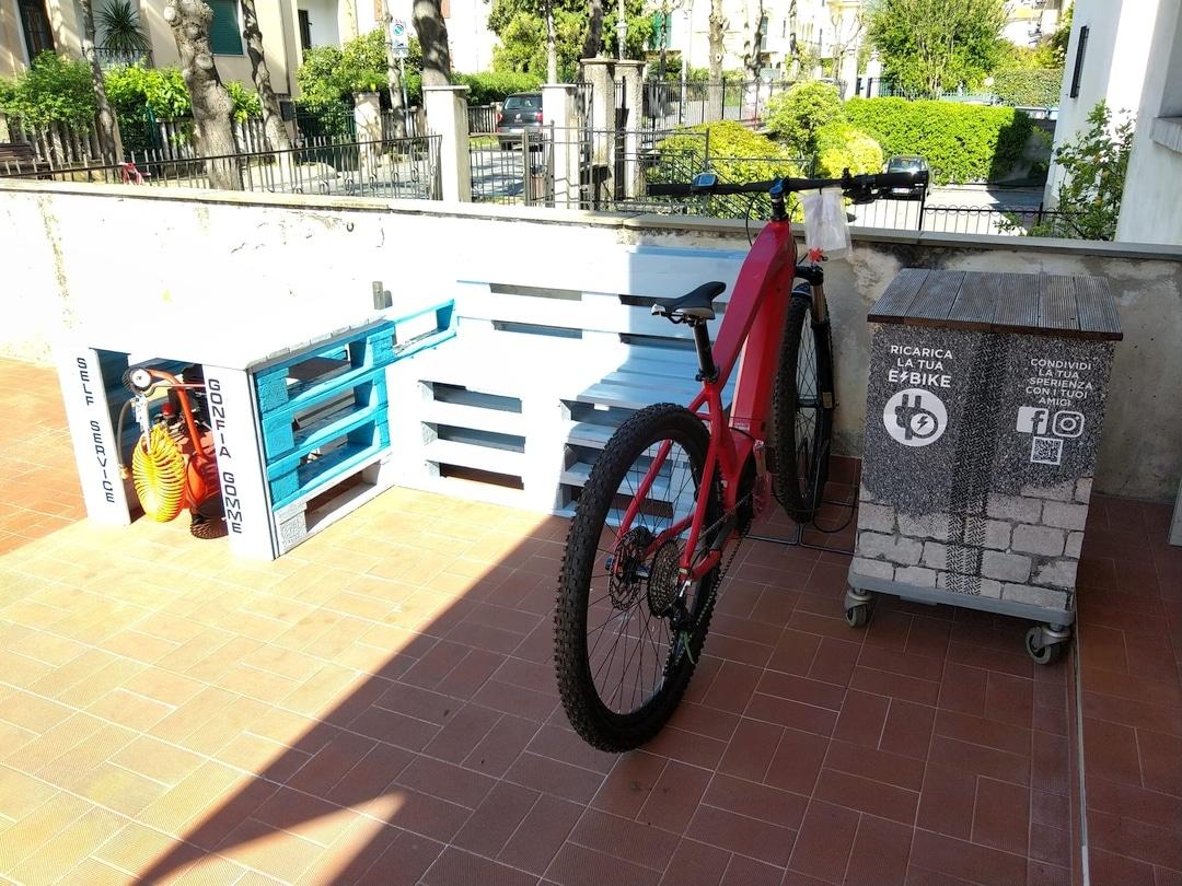 Loano Colonnine ricarica e bike 04
