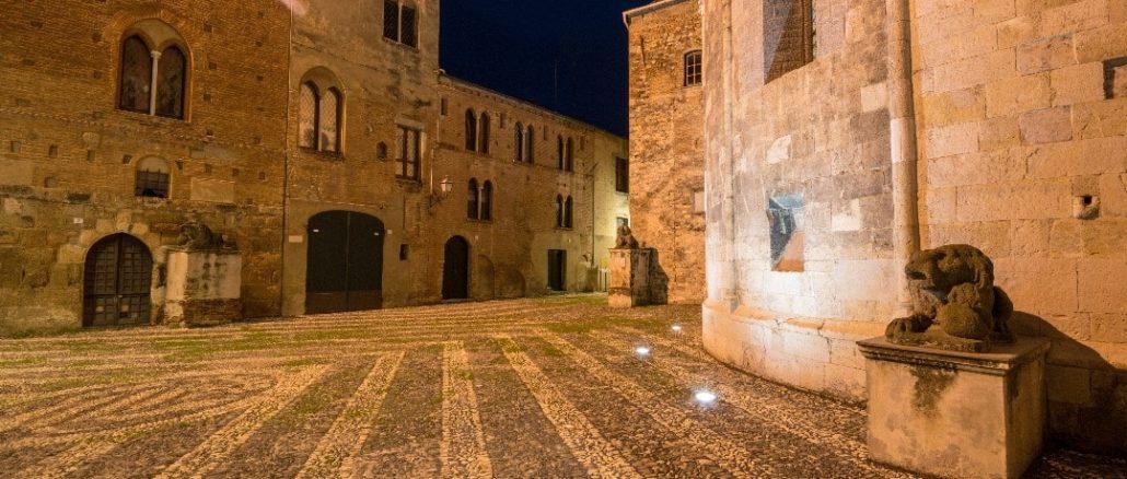 Piazza dei Leoni ad Albenga