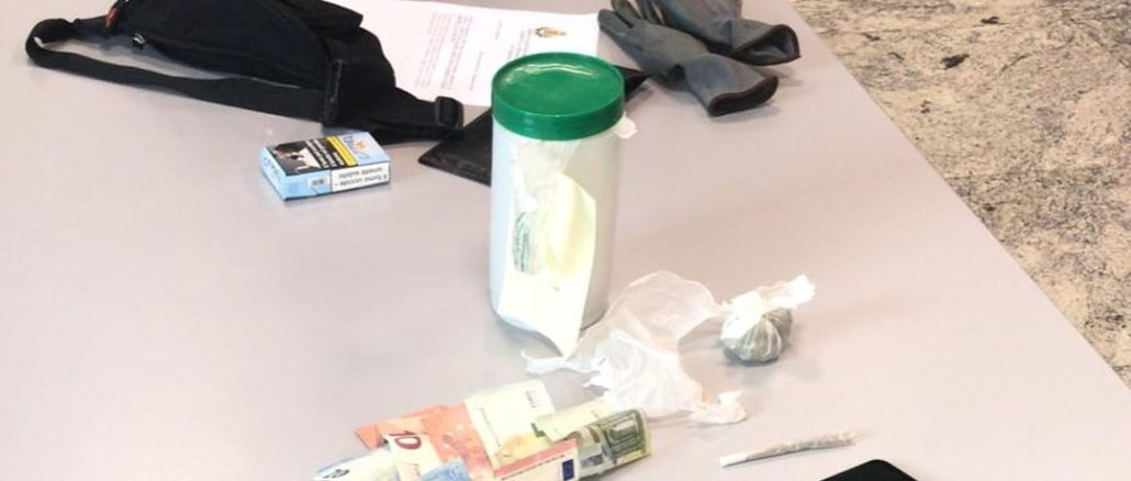 polizia locale Albenga oggetti e stupefacenti sequestrati(1)