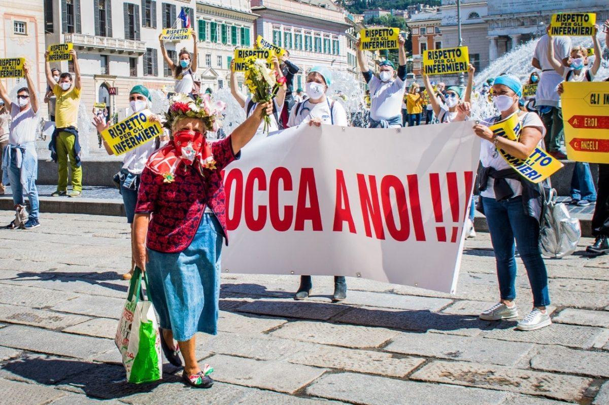 Flash mob Nursing up a Genova 02