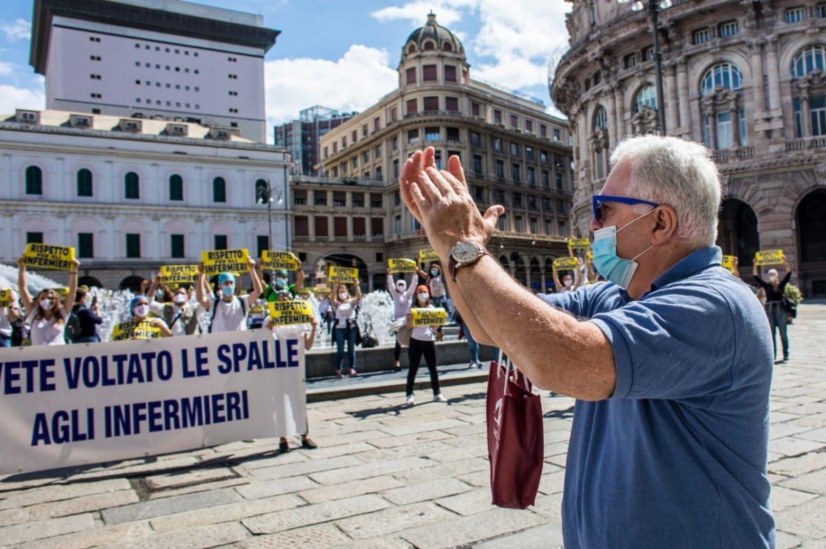 Flash mob Nursing up a Genova 06