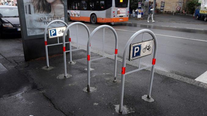cicloposteggio ad archetto installato a Genova