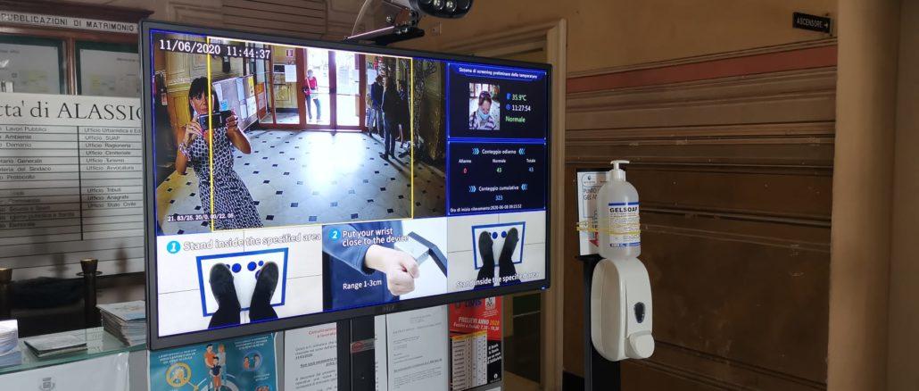 Il termoscanner all'ingresso del Comune di Alassio