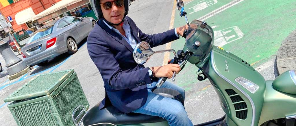 Carlo Bagnasco sulla Vespa - Forza Italia Liguria