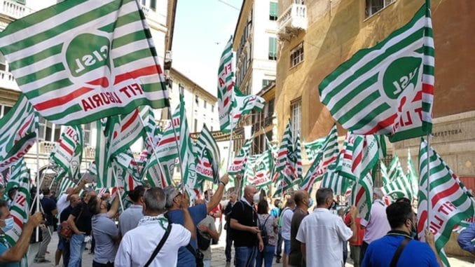 Presidio Fit Cisl davanti alla prefettura di Genova
