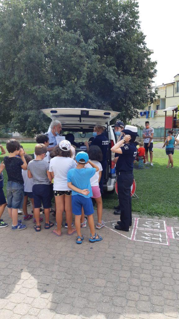Albenga - polizia locale bambini peter pan