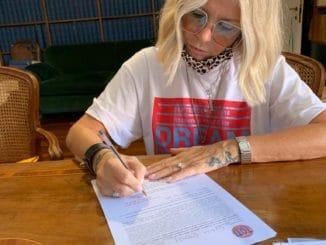 Lorenza Giudice firma candidatura Regione Liguria
