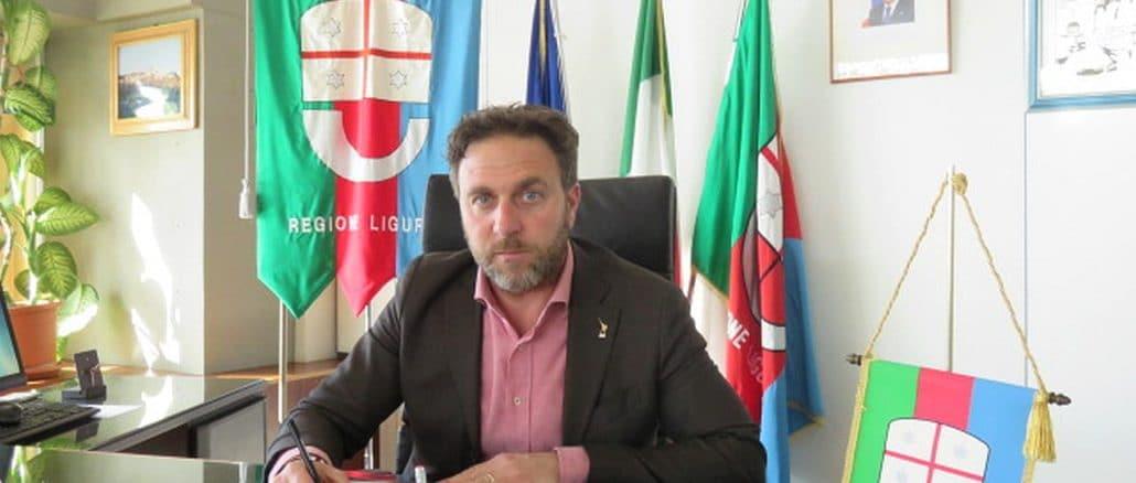 Presidente Consiglio Regione Liguria - Alessandro Piana in ufficio