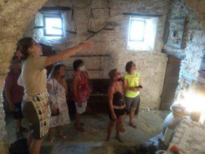Sabrina Merlo presenta il piccolo museo (Foto Daros)
