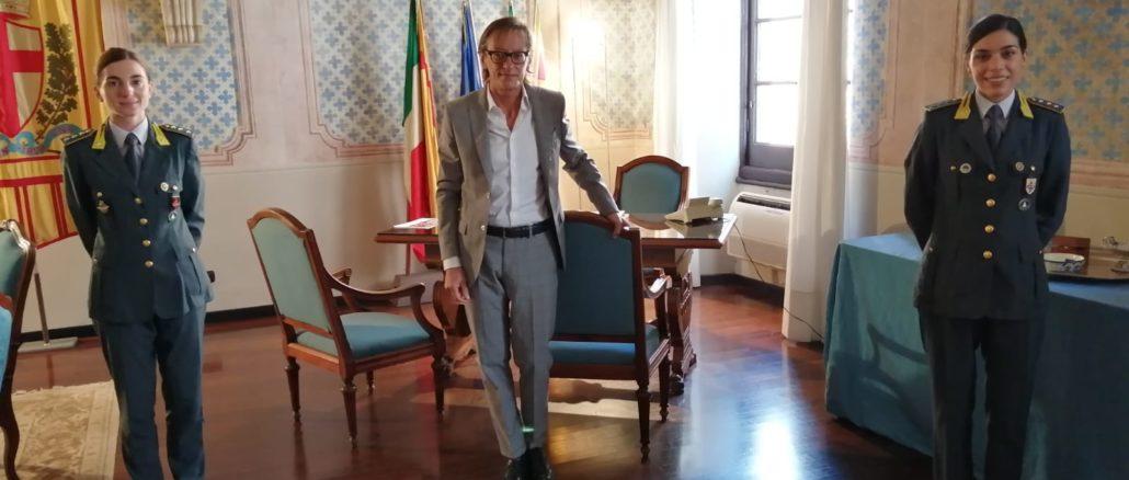 Albenga - Guardia di Finanza - Comandante Senatore, Sindaco Tomatis e Comandante Crisci (1)