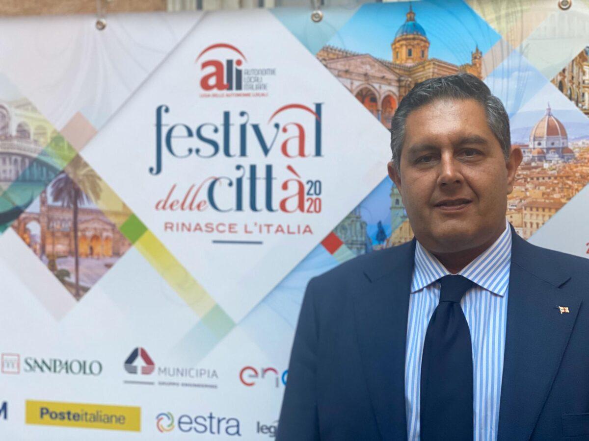 Giovanni Toti al festival_città