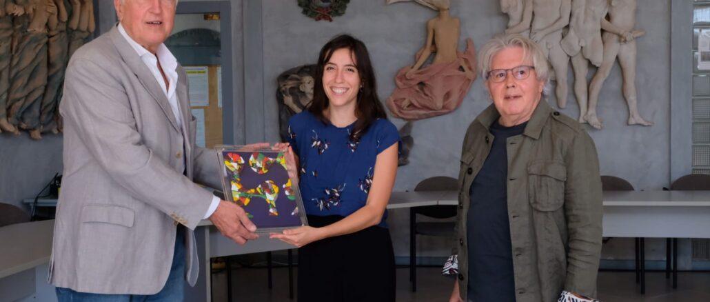 Renato Dacquino premia Marta Zito accompagnato da Stefano Delfino