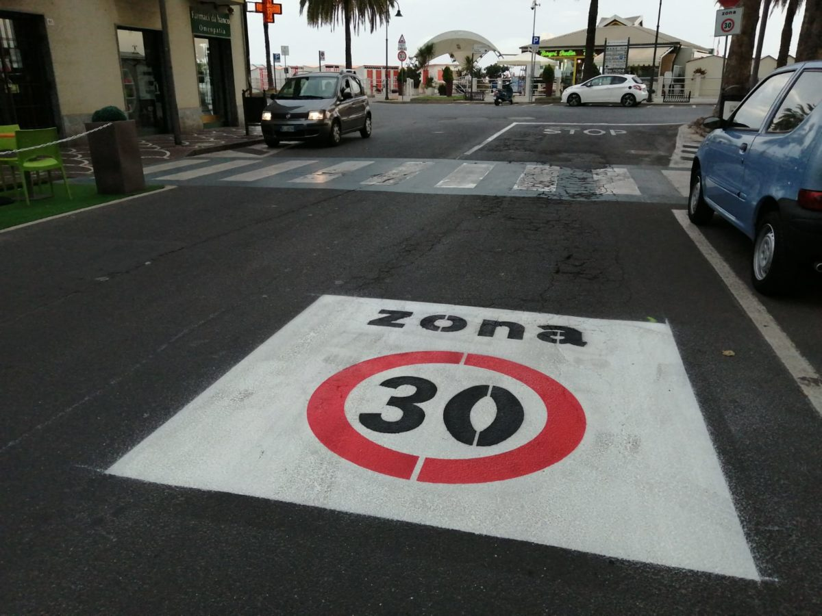 zona 30 segnaletica orizzontale Albenga