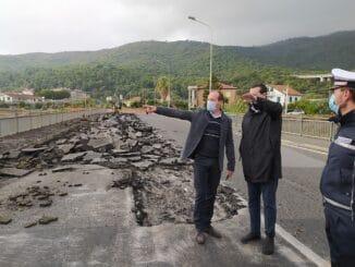 Andora sopralluogo sindaco inizio lavori demolizione del ponte di via Europa Unita