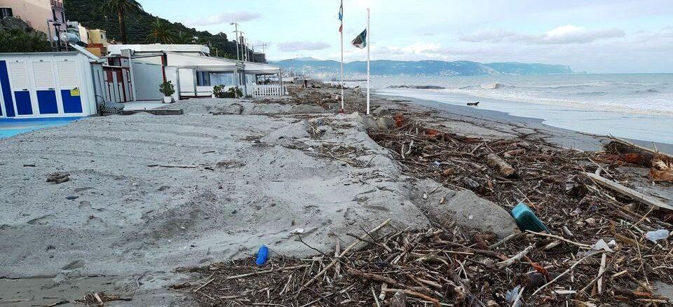 https://www.albengacorsara.it/wp-content/uploads/2020/10/Legname-spiaggia-di-Ceriale.jpg