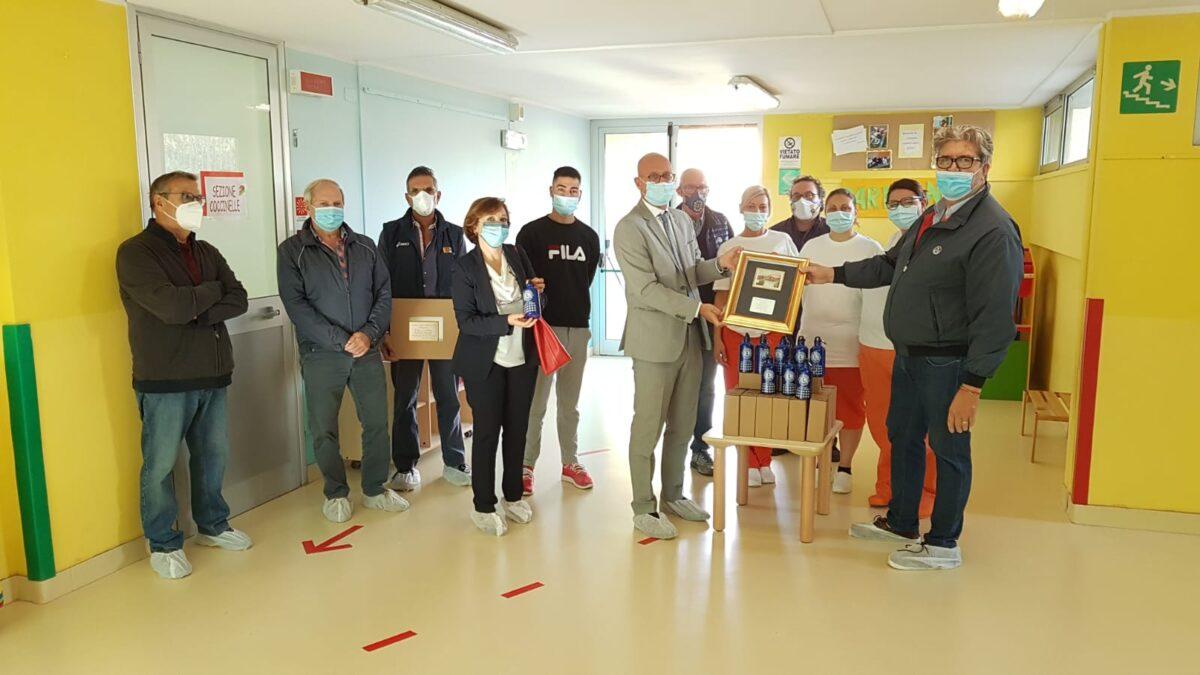 Loano - donazione Borracce Lions