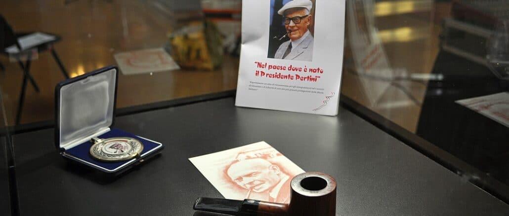 Mostra - la pipa di Sandro Pertini (Museo di Pertini a Stella S. Giovanni)
