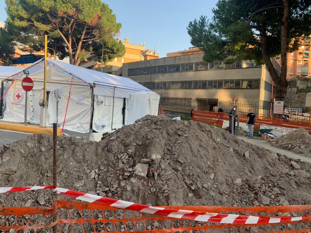 Fabio Tosi M5S – foto compound San Martino Genova