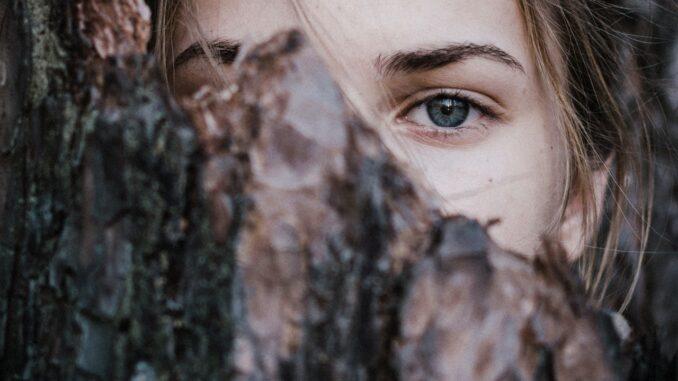 donna sguardo