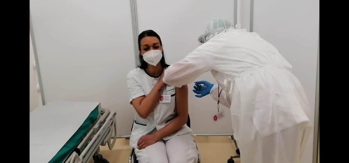 ASL1 Monica Allegri infermiera del PS prima vaccinata Ospedale Borea di Sanremo