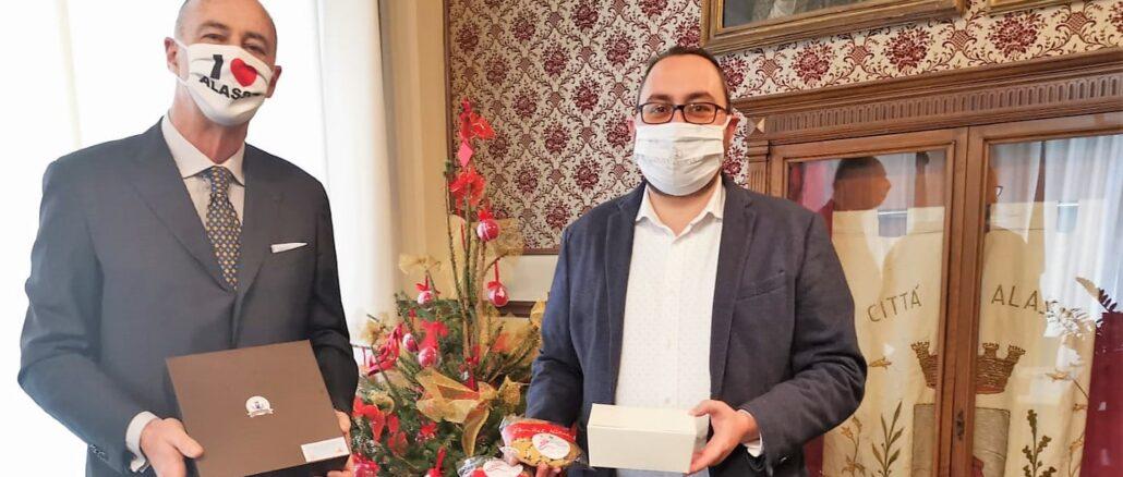 Alassio consegnate deco box e panettoni auguri Melgrati