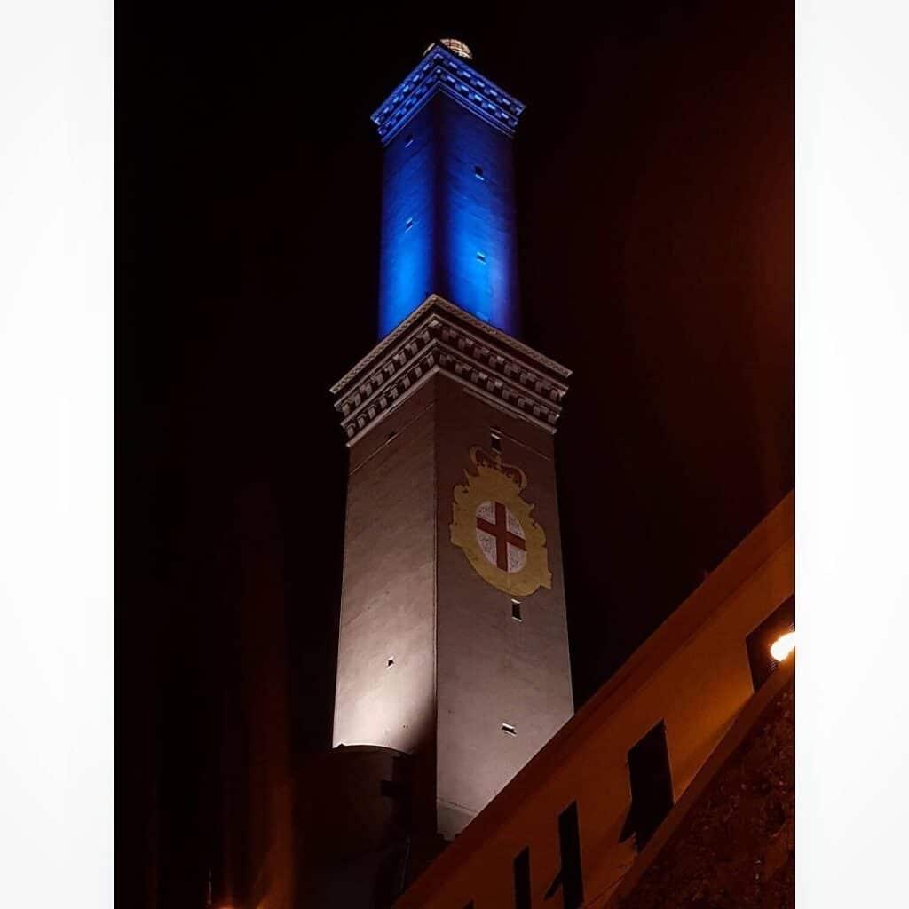 Genova la Lanterna illuminata per Giornata disabilità