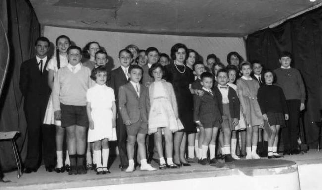 La professoressa Folco con i suoi primi allievi (Credit ph Cesare Arena)