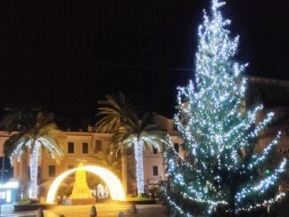 Natale Ceriale - albero luminarie