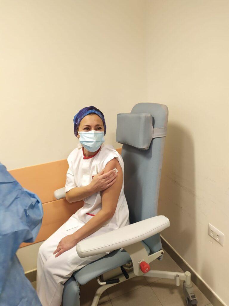 Prima vaccinata ASL4 Miriam Massa 45 anni coordinatrice infermieristica Unita di Terapia intensiva e rianimazione