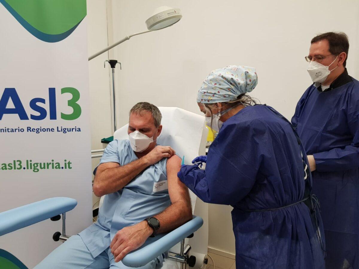 Primo vaccinato ASL3 al Villa Scassi Enrico Biondi