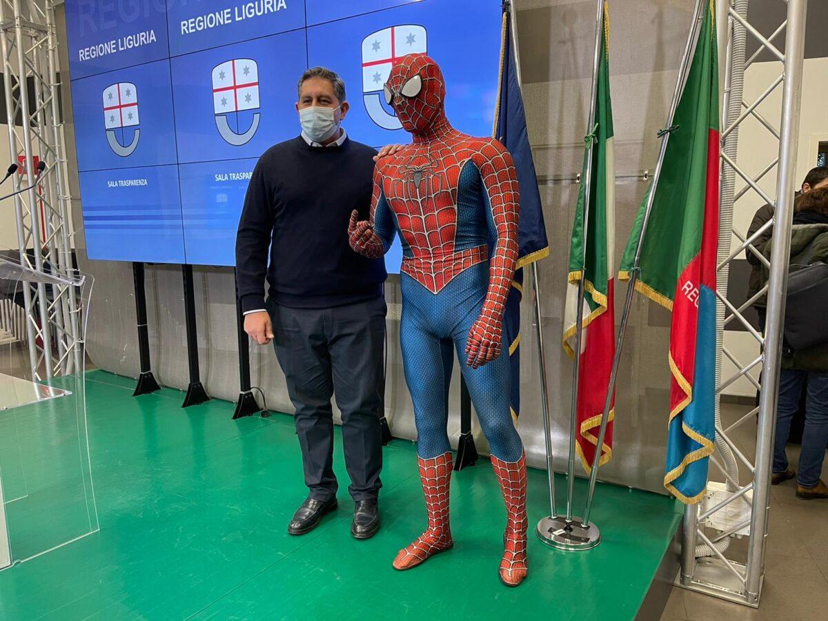 Toti e spidermen costume sala bandiere
