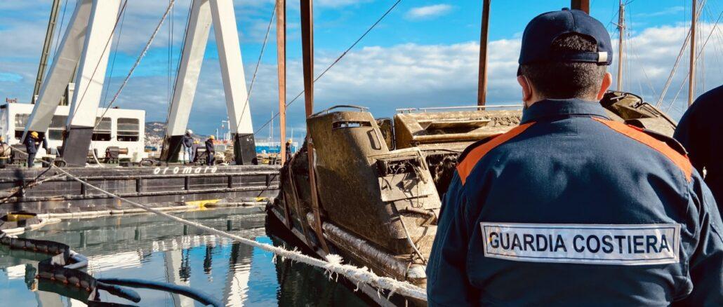 Porto di Loano recupero relitto Lady Vanilla 06