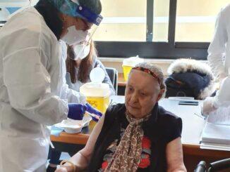 RSA Villa Alfieri - Vaccinazione Giuliana Guelfi a Calice Ligure