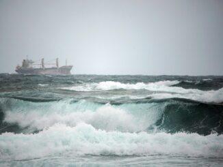 nave mareggiata