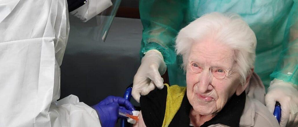 prima dose di vaccino anche per la signora Ester Prato di 102 anni