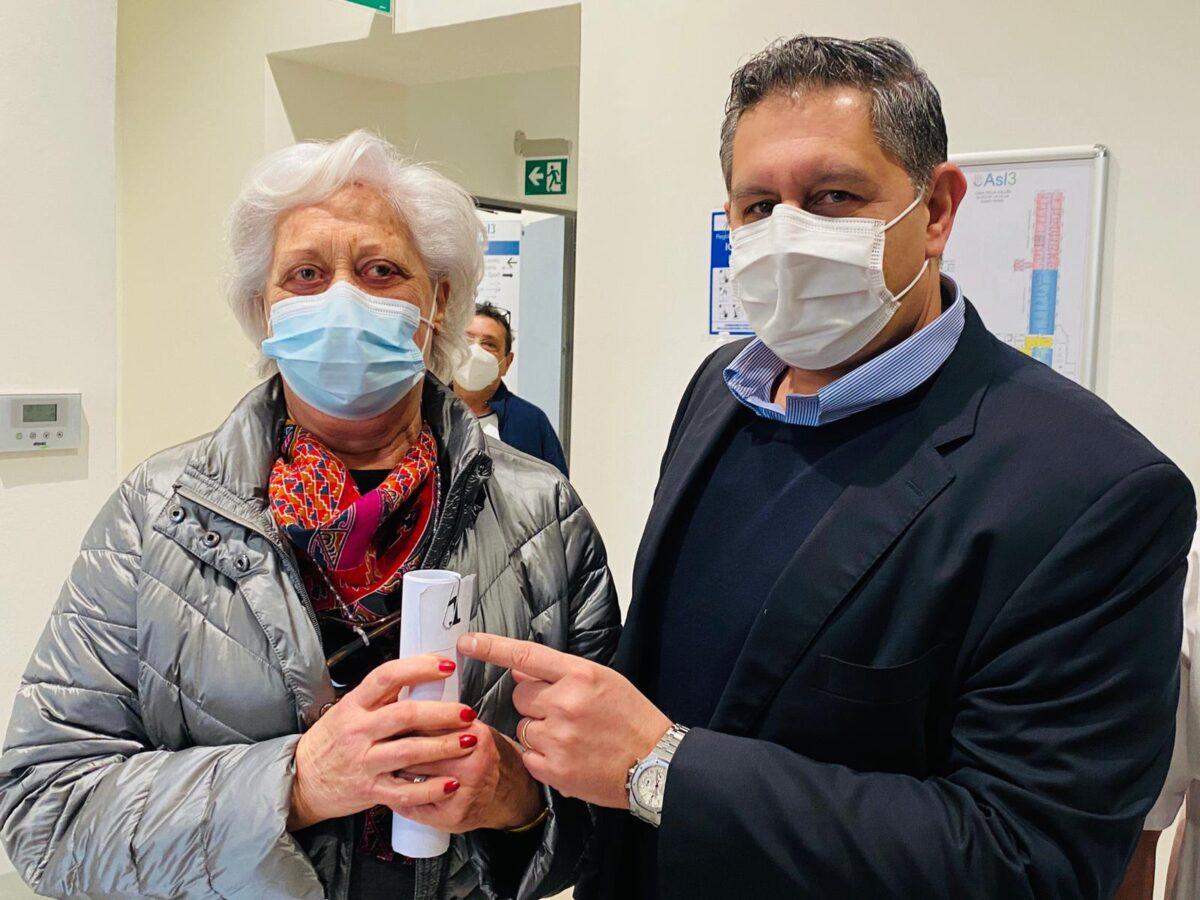 Toti con sig.ra Silvana vaccinata Asl3