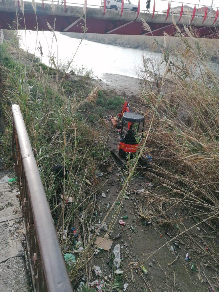 Albenga pulizia fiume Lungocenta Trento 5