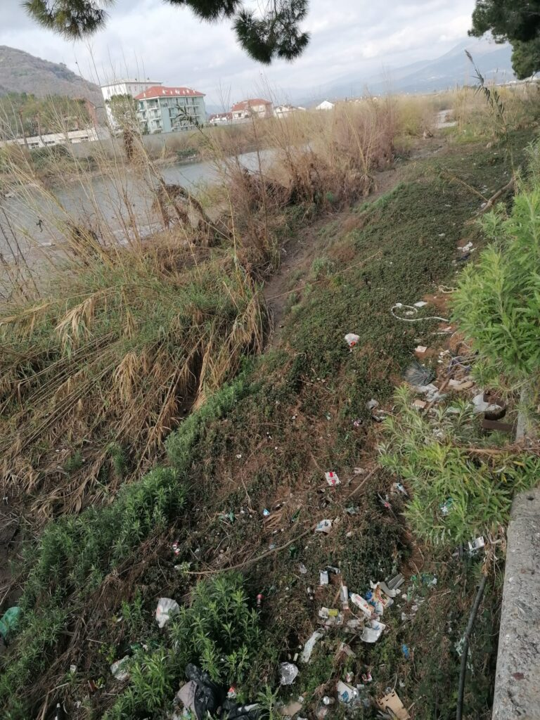 Albenga pulizia fiume Lungocenta Trento 6
