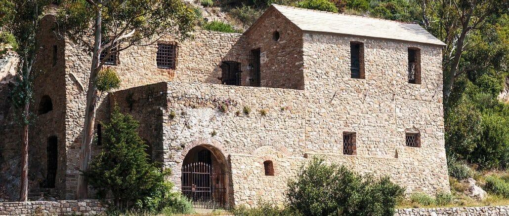Veduta di Sant'Anna ai Monti dalla via Julia Augusta