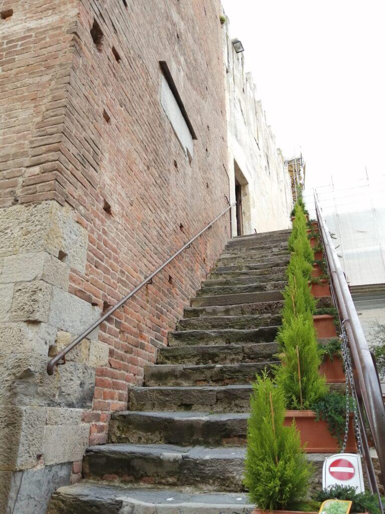 Albenga scalinata torre civica