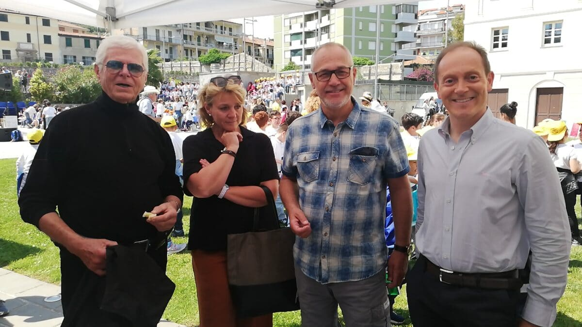 Bjor Heyedahl con il vice sindacodi Larvik e quello di Andora