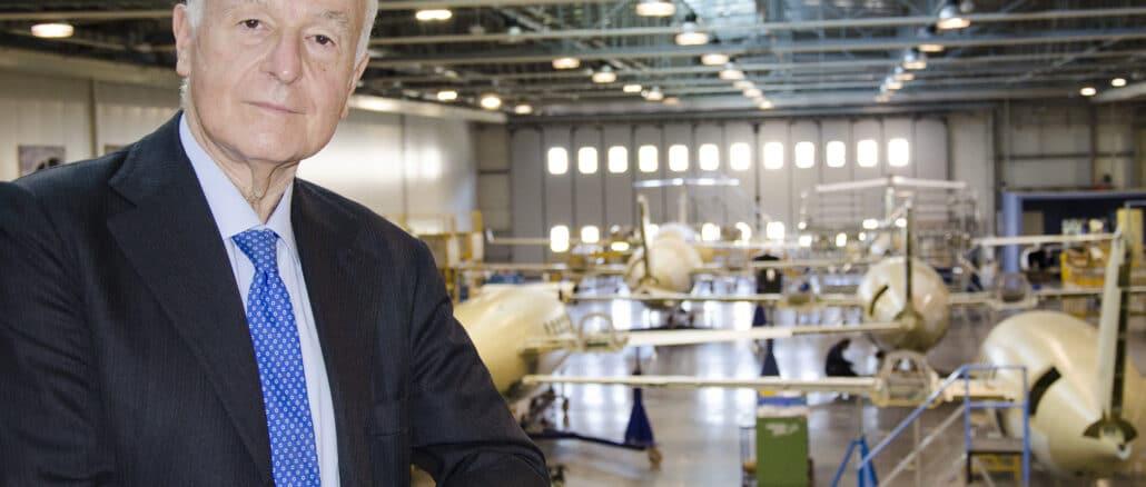 Foto del Commissario Nicastro all'interno dello stabilimento Piaggio Aerospace di Villanova dAlbenga