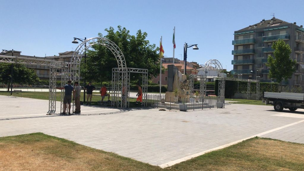 Albenga palco piazza enzo tortora 4