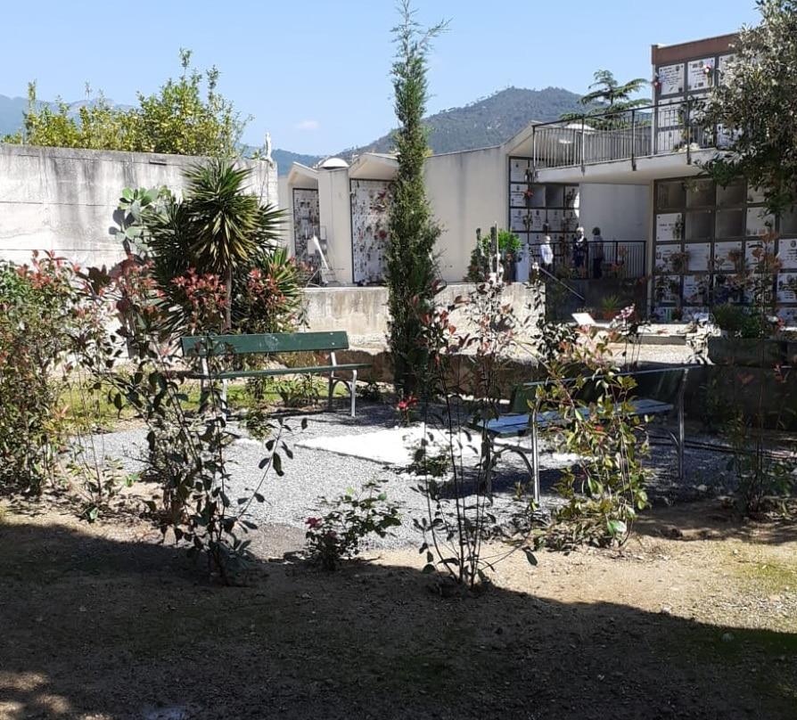 Cimitero Loano Area Dispersione Ceneri 01