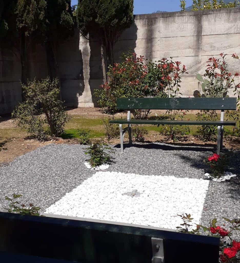 Cimitero Loano Area Dispersione Ceneri 02