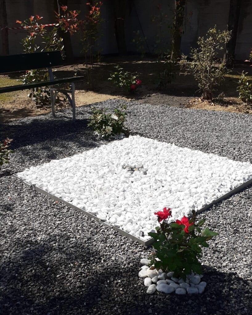 Cimitero Loano Area Dispersione Ceneri 03