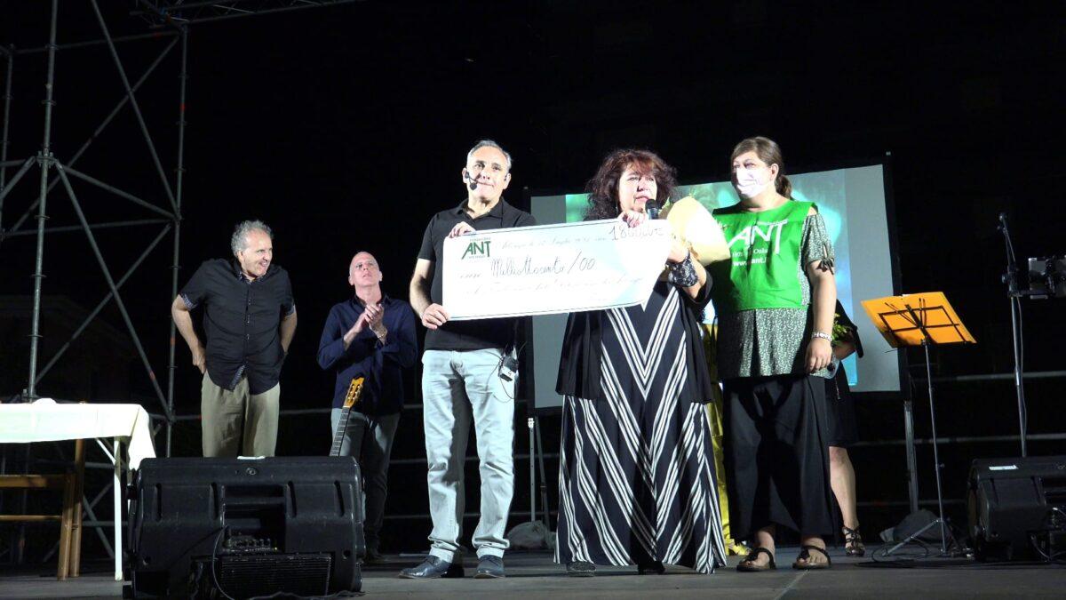 Albenga spettacolo Troisi per Ant 01