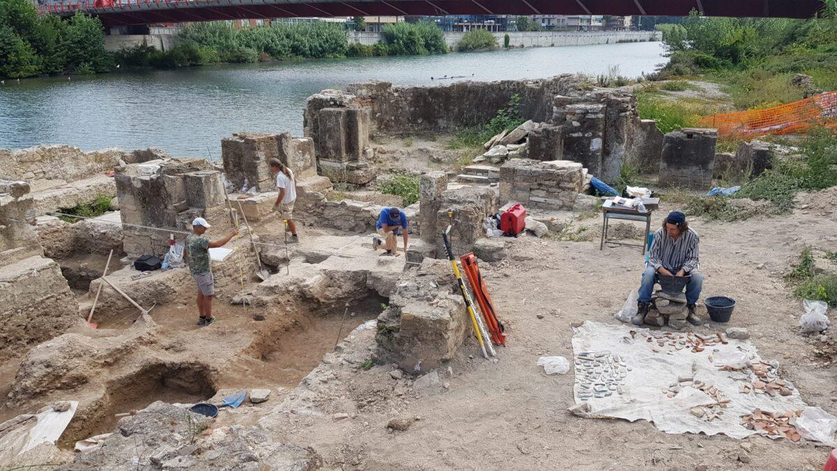 2 Archeologi al lavoro presso il sito di San Clemente
